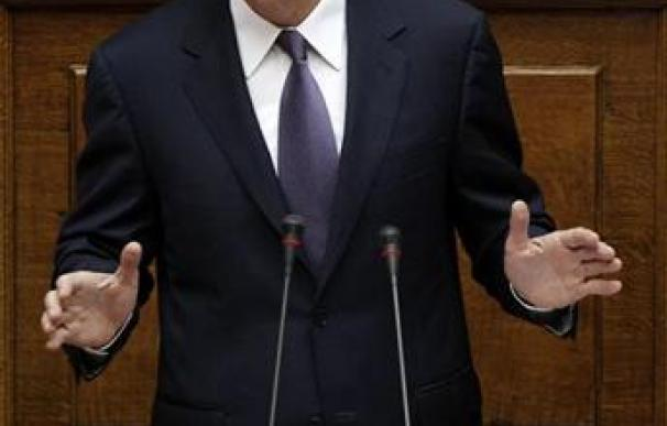 Papandreu obtiene la confianza del Parlamento pero no de la calle