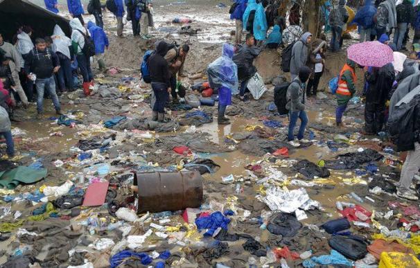 Alrededor de 3.000 personas continúan varadas en la frontera de Serbia con Croacia