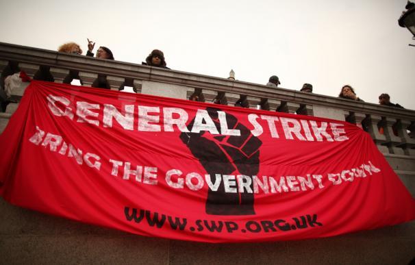 Los funcionarios británicos están preparando movilizaciones por los recortes que el Gobierno de David Cameron tiene preparados.