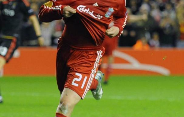 Rafa Benítez alaba el trabajo del brasileño Lucas Leiva en el Liverpool