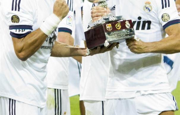 Benzemá y Ronaldo, con la Supercopa de España