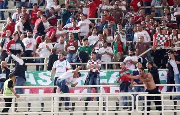 Enfrentamientos entre la afición del Panathinaikos y la del Pinar Karsiyaka en el OAKA