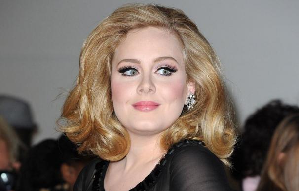 Adele lució un vestido clásico en su boda secreta