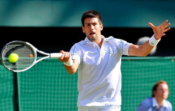 Novak Djokovic supera al estadounidense Taylor Dent