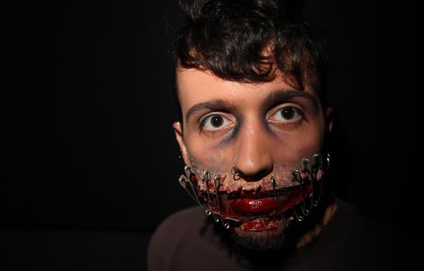 Maquillaje sonrisa terrorífica para Halloween