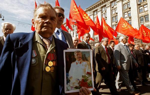 Yanukóvich entierra el legado naranja y entrega Ucrania a los brazos de Rusia