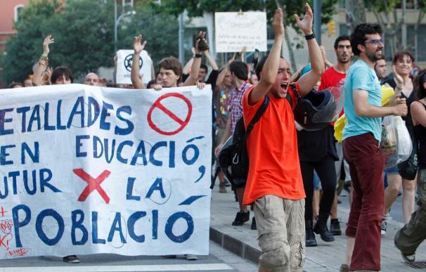 """Govern irá a los tribunales aunque dará respuesta a la protesta de los """"indignados"""""""