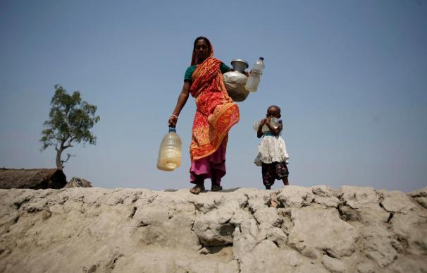 Casi novecientos millones personas viven sin agua potable y el triple sin saneamiento