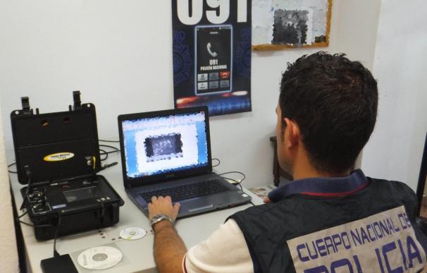 Detenida una persona por grabar más de 160 vídeos de contenido pedófilo a través de la webcam