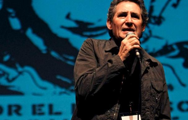 Miguel Ríos, Víctor Coyote y Vetusta Morla, en el concierto en Madrid a favor de Chile