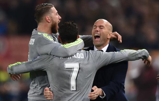 Cristiano Ronaldo celebró con Zidane el primer gol del Real Madrid.