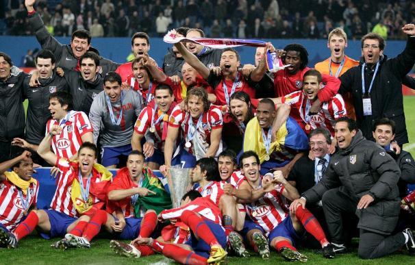 Forlán devuelve al Atlético a la cima europea en la prórroga