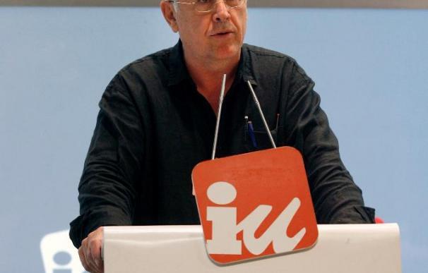 Cayo Lara dice que la decisión de Garzón prestigiará a la Corte Penal y a sí mismo