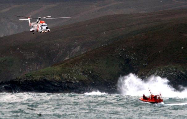 Mueren dos marineros en el naufragio de su barco a 8 millas de A Coruña