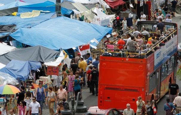 Los acampados en Madrid esperan reforzar su presencia aunque arrecian las peticiones de desalojo