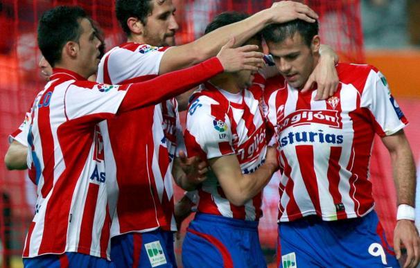 2-1. El Sporting se impuso a un Depor que jugó con 10 desde el minuto 10