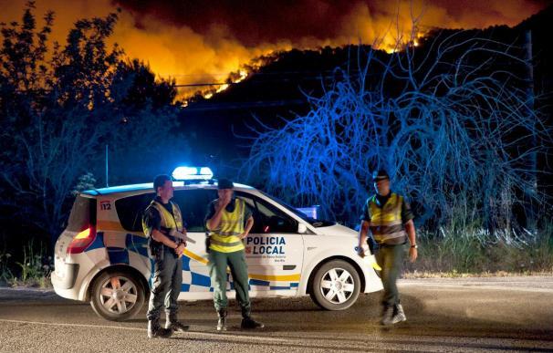 Sigue sin control el incendio de Ibiza, que ha arrasado unas 2.000 hectáreas