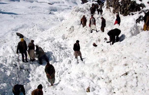 Al menos 30 muertos en un alud de nieve en el norte afgano