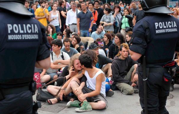 Una quincena de heridos leves en los incidentes en la acampada de Barcelona