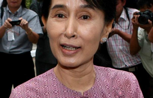 Suu Kyi se opone a que su partido concurra a los comicios de la Junta Militar
