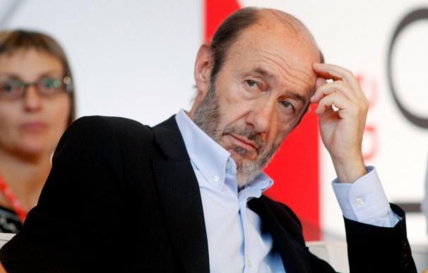 """Rubalcaba le dice a Rajoy que se deje de ideas """"geniales"""" y dé soluciones útiles"""