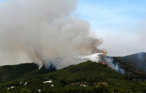 Se trabaja toda la noche en la extinción del incendio de Ibiza