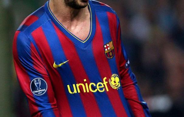 El jugador del Barcelona Piqué sigue entrenándose al margen, pero podría jugar mañana