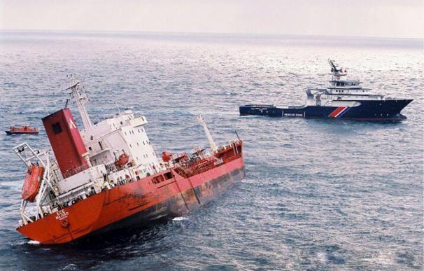 Rescatados 3 tripulantes de un carguero escorado a 160 millas de A Coruña