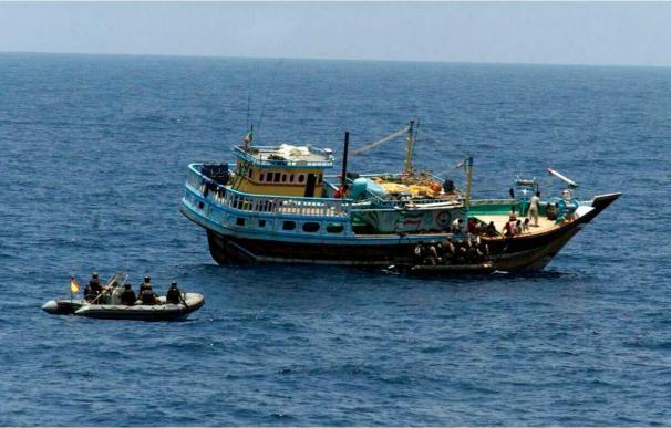 India investiga un posible secuestro de barcos en aguas cercanas a Somalia