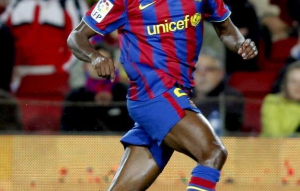 El defensa del Barcelona Éric Abidal avanza en su recuperación