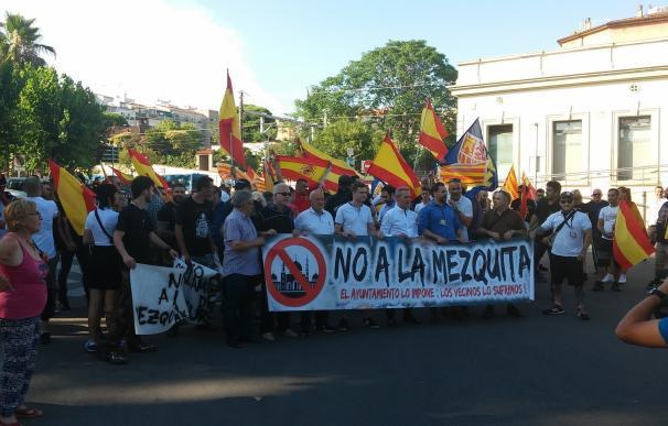Dos manifestaciones opuestas en Sant Feliu de Llobregat por el traslado de una mezquita