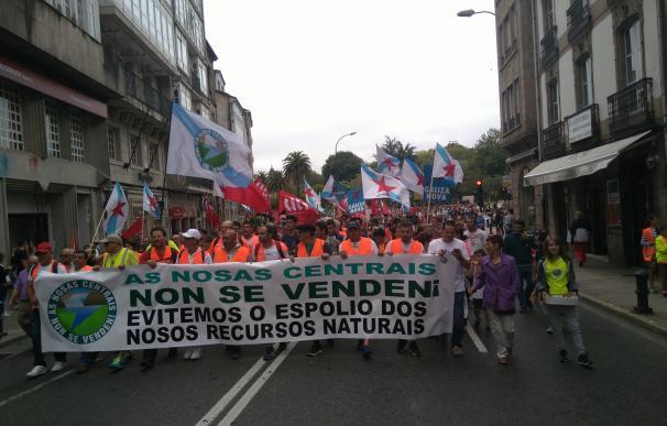 Más de 1.000 personas claman en Santiago contra la segregación de las centrales de Ferroatlántica