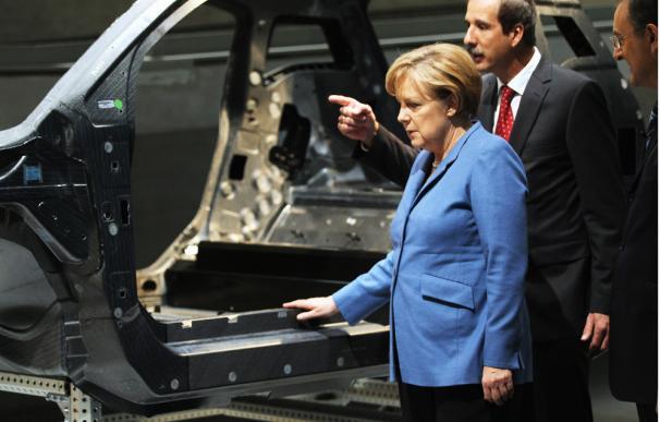 Mientras que Japón o EEUU ya tienen coches eléctricos comercializados, Alemania se debate entre la rentabilidad económica y el cuidado del medio ambiente.