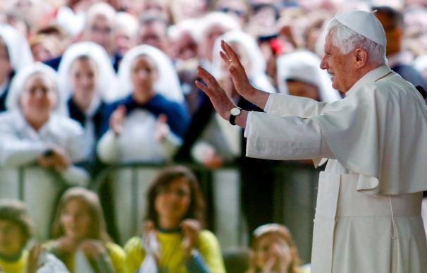 """El papa pide a la Virgen de Fátima que lo sostenga para que sea """"firme en la fe"""""""