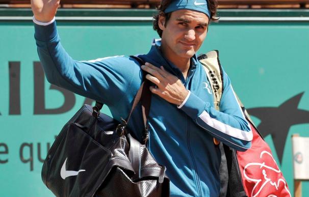 Roger Federer cumple en su debut ante el australiano Peter Luczak