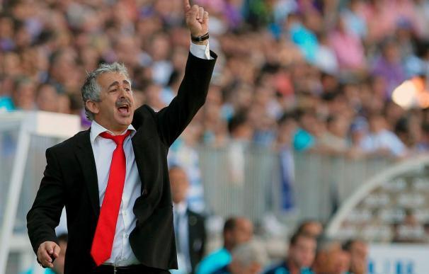 Suplentes y jugadores del filial del Sporting esperan una oportunidad ante el Racing