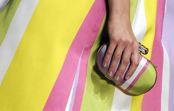 Vestidos amplios y color tostado protagonizan la Semana de la Moda de Milán