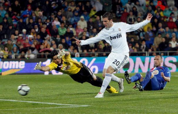 2-4. El Real Madrid se pasea en Getafe y recupera el liderato