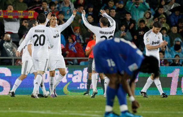 Higuaín celebra su partido 100 con dos goles y una victoria