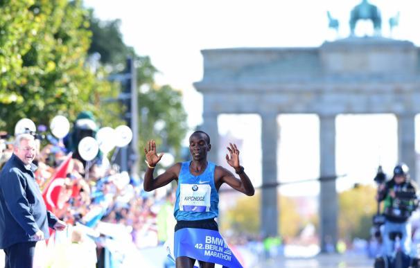 Kenya's Eliud Kipchoge crosses the finish line of