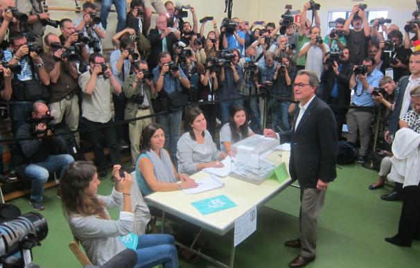 Artur Mas, candidato por 'Junts pel Sí', en el momento de votar