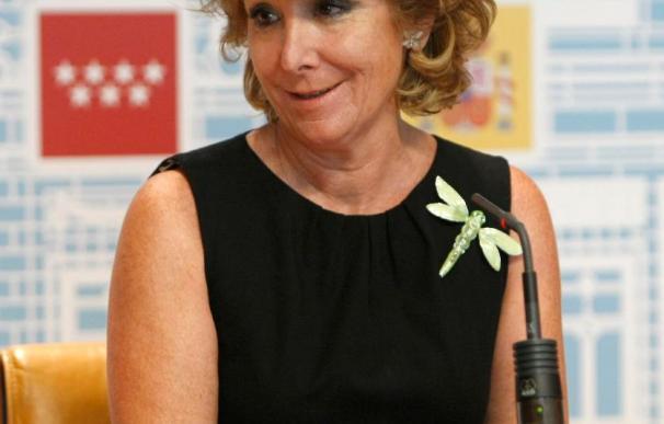 Aguirre recurre al TC la norma que le impide decidir las fusiones de Caja Madrid