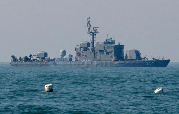 Los buceadores hallan la popa del barco militar surcoreano hundido