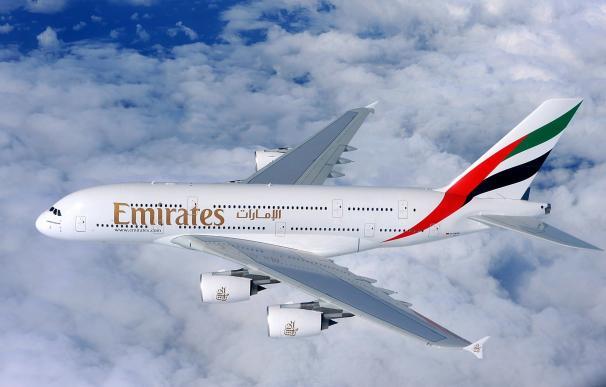 """Emirates levanta """"de forma inmediata"""" la prohibición al porte de aparatos electrónicos en vuelos de Dubái a EEUU"""
