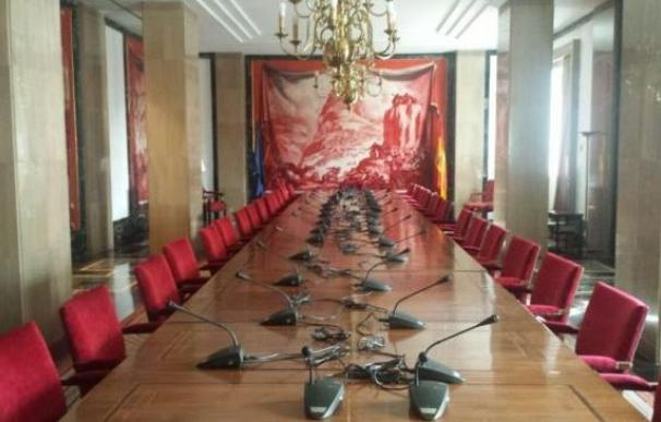 """Imagen de la Sala Sert del Congreso de los Diputados, conocida como """"sala roja""""."""
