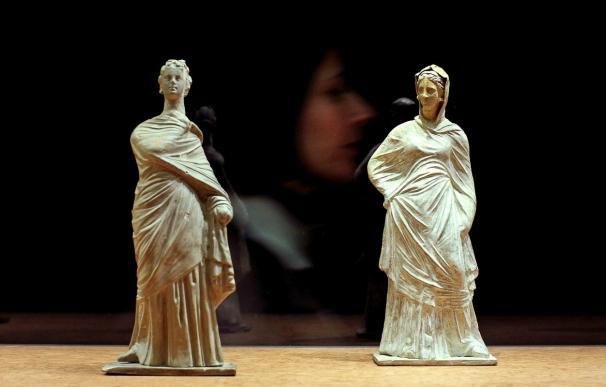 Se exhibe en España por vez primera una colección de 200 Tanagras de fondos del Louvre