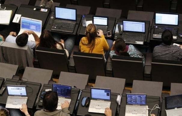 Internautas piden a los grupos en el Congreso que rechacen el nuevo canon digital para abrir un debate sobre el tema