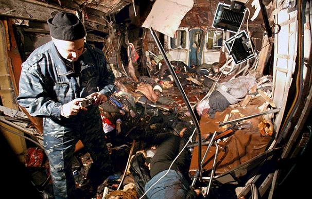 Más de 30 personas mueren en un doble atentado con bomba en el metro de Moscú