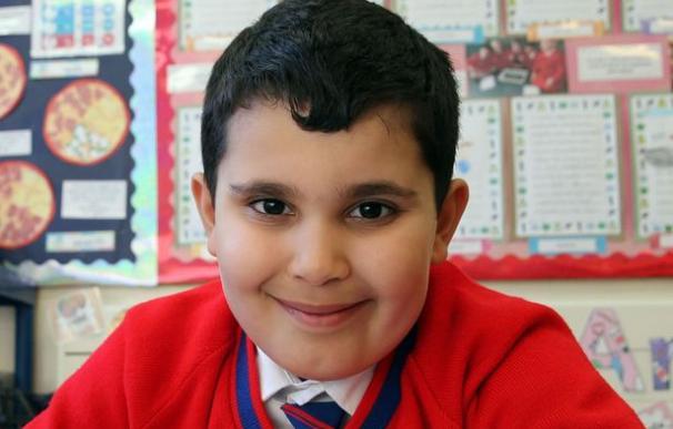 Sherwyn Sarabi, un niño de seis años que se ha convertido en uno de los más jóvenes de la organización Mensa (Mirror)