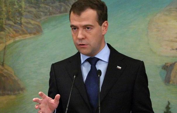 Medvédev regaña en Twitter a los diputados por no asistir a las sesiones